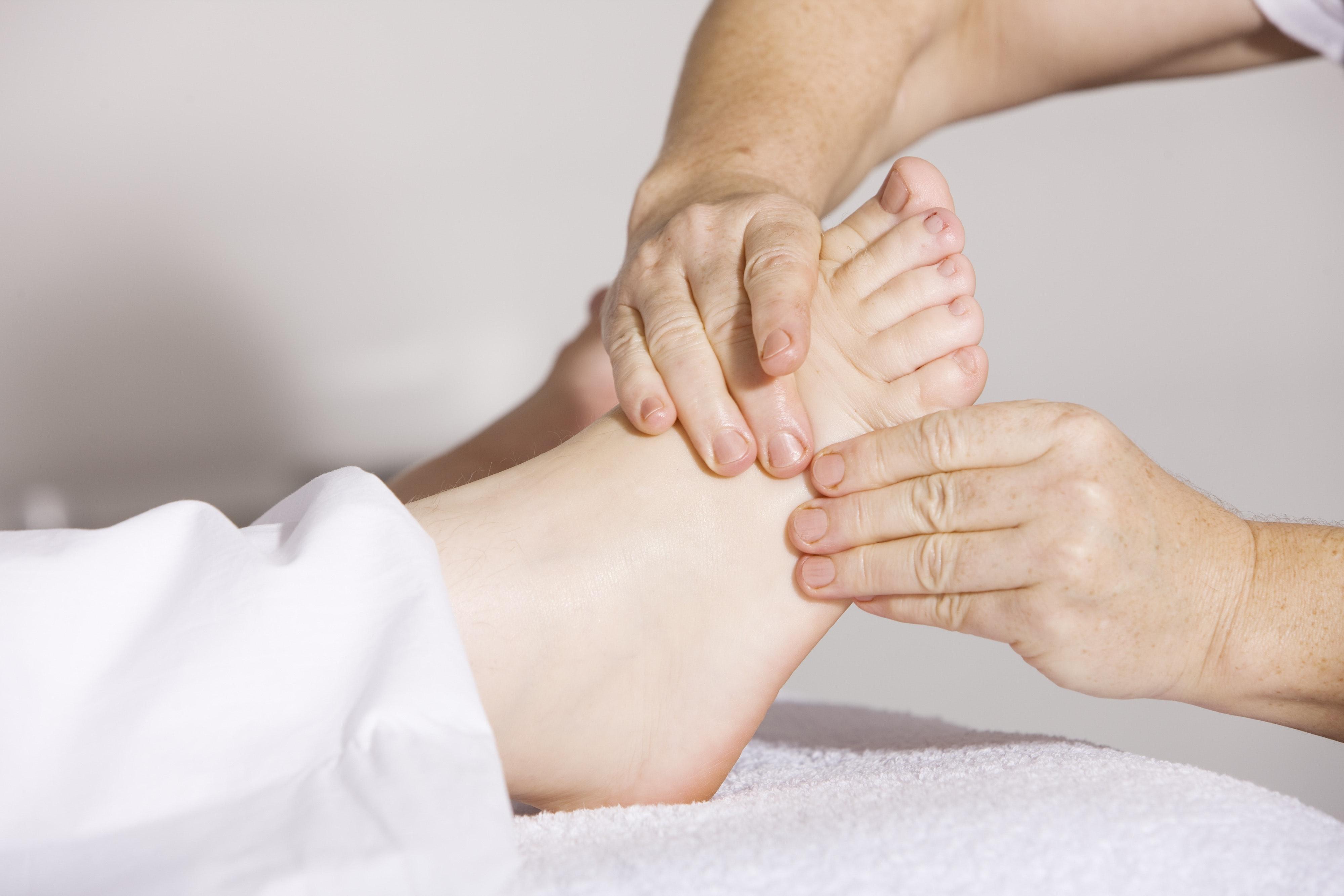masaż stopy biegacza